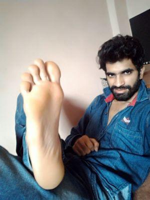 Now Start licking That aplha feet faggot