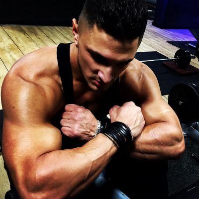 Pure domination! Who likes my arms? Imagine them around your neck...skype: damoninferno2017@gmail.com