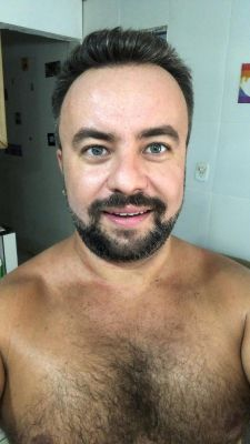 This is your master, all sweat after coming home in Brazilian summer... someone has to clean all this sweat!