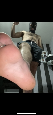 You will worship your master and his size 8 feet 🦶 😈