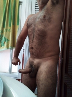 Hairy Alpha male for good submissives