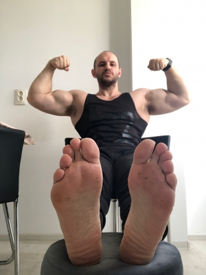 Which one of you little 🐷 want to sniff first? Daddy's stinky Alpha feet needs to be served NOW! No fucking hesitations  👣👑💸