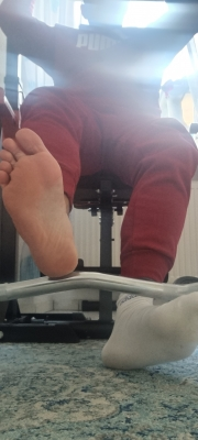 I know u love to sniff that smelly socks and feets after my workout😈