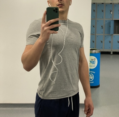 Gym session done. Who gonna sniff these sweaty and dirty socks?