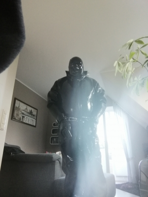 Master LthrDomAsh ordered it to get into rubber, wearing it's heavy drysuit plus gloves ans hood. It locked itsself up and Set a time lock for 2 hrs. It has to pee in it's rubber.